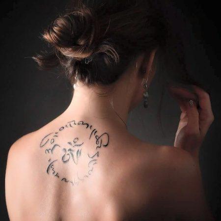 composition cursive ronde tatouage cercle