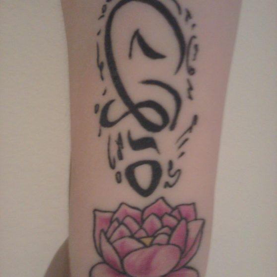 tatouage composé vertical poignet
